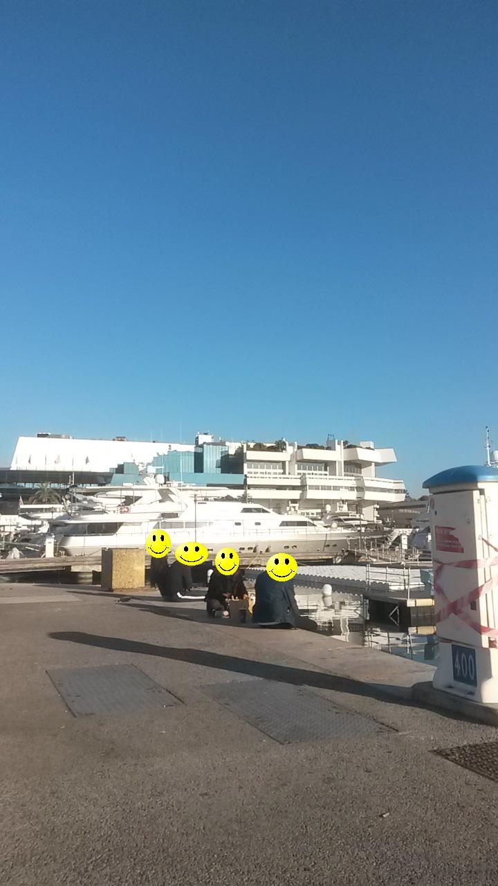 Le port juste à côté du Palais pour profiter un peu du soleil